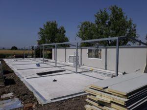 Montaggio dei pannelli prefabbricati per la formazione delle chiusure interne e perimetrali